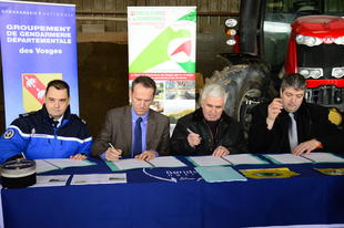Signature de la convention « Alerte AGRI. GEND 88 »